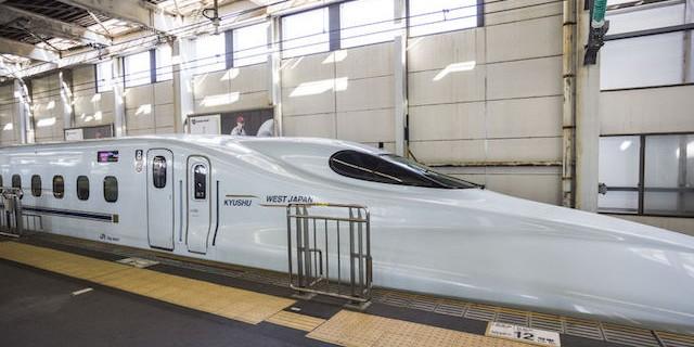 広島駅に停車中の山陽新幹線