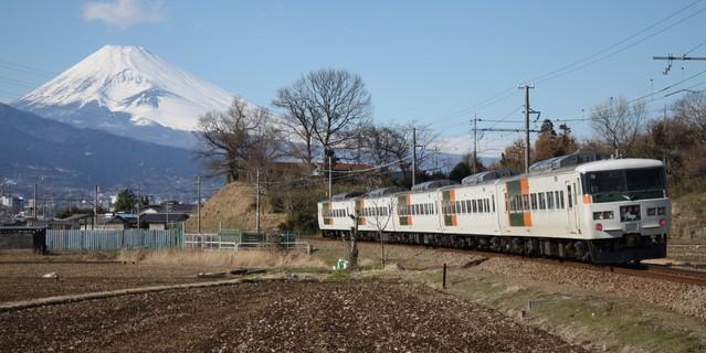 特急『踊り子』と富士山