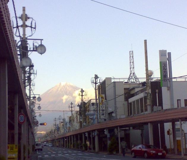 富士駅前商店街からの富士山