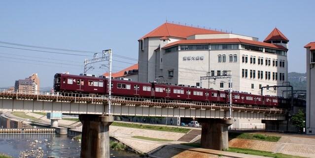宝塚大劇場と阪急電車