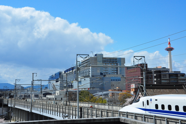 京都駅に向かう新幹線