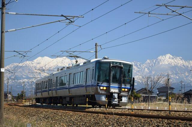 『あいの風とやま鉄道」の列車