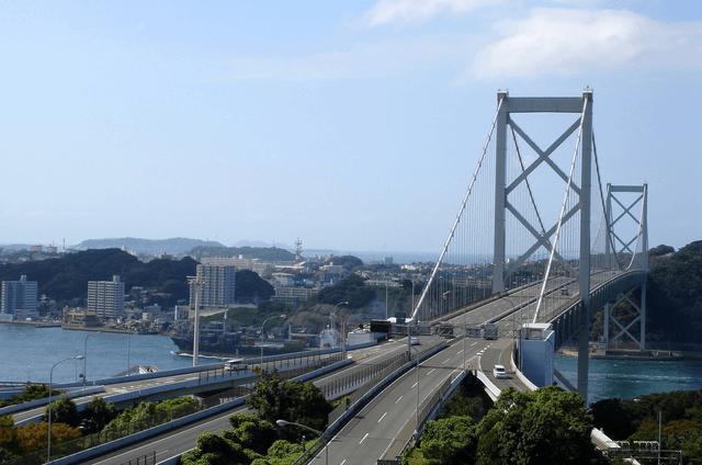関門橋と高速道路