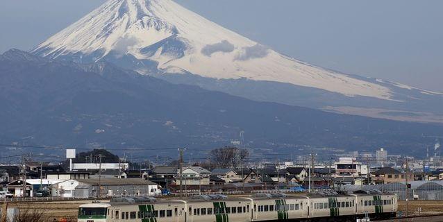 特急『踊り子』号と富士山