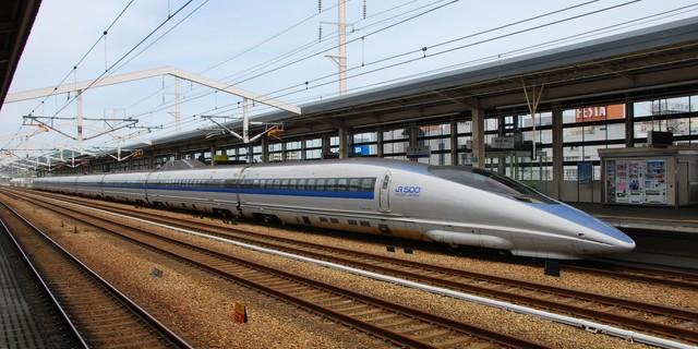 姫路駅に停車中の新幹線こだま