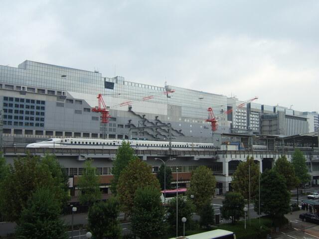 京都駅に入る東海道新幹線